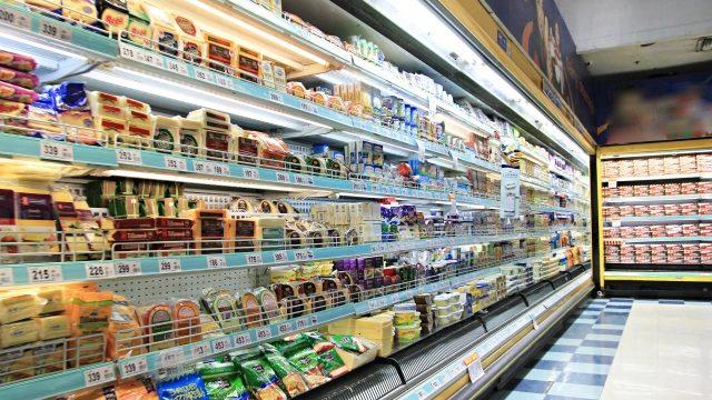 スーパーマーケットの売り場