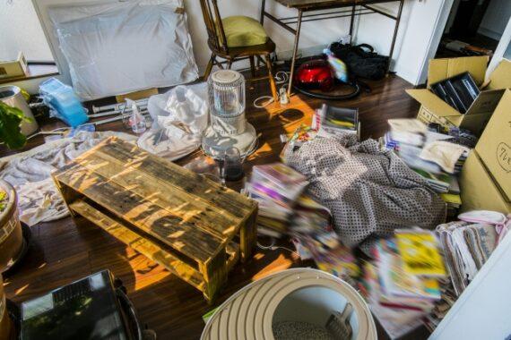 荷物の多い部屋(ゴミ屋敷)